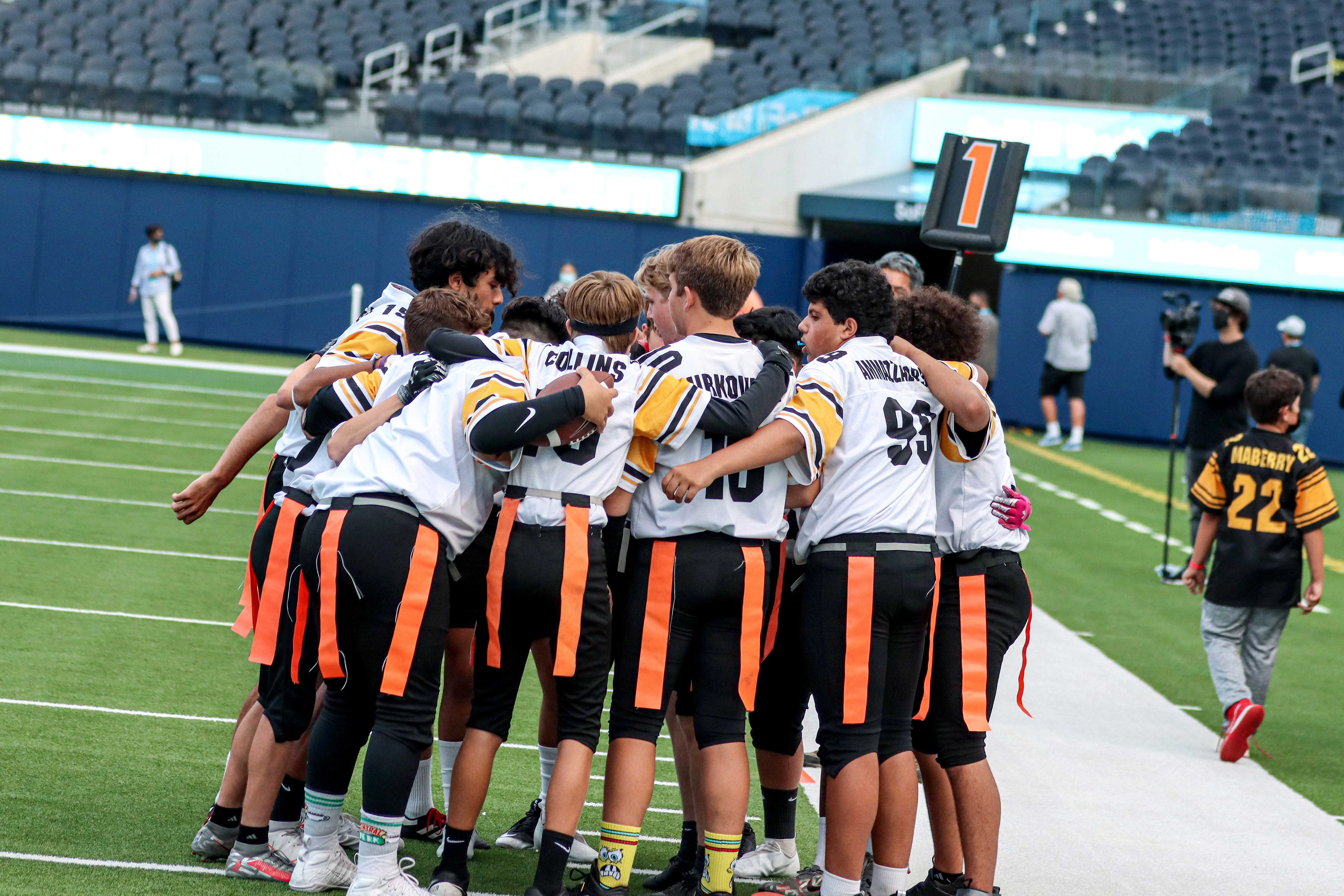 D13 Steelers Huddle